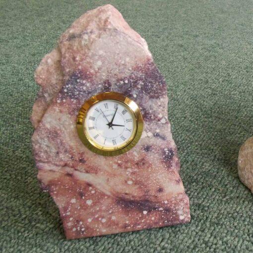 Reloj inserto en Piedra irregular