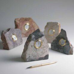 Reloj inserto en Piedra irregular santa fe oea